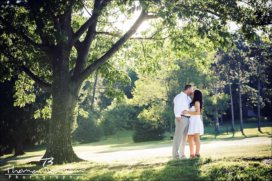 mechanicsburg-engagement-session-photo-kissing